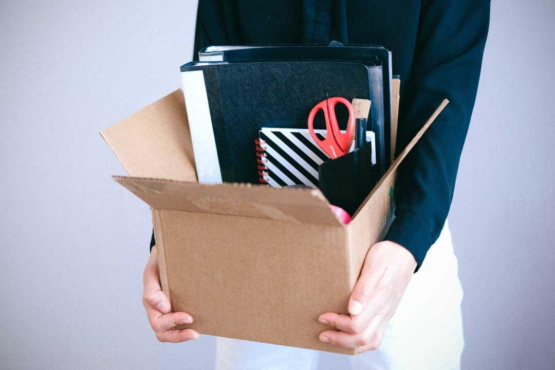 Certificato medici in ritardo, assenza ingiustificata: licenziamento legittimo