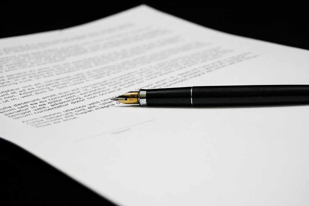 Procura generica e su foglio separato: ricorso inammissibile e spese a carico dell'avvocato