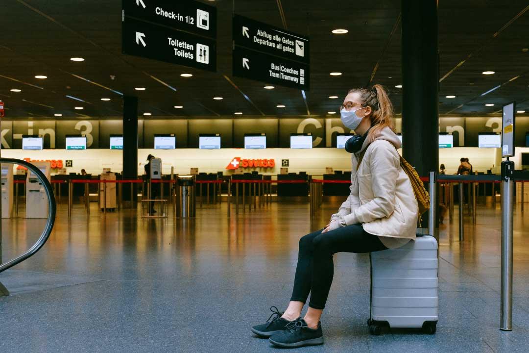 Viaggiare durante l'epoca del COVID potrebbe presto richiedere un nuovo documento: il passaporto sanitario.